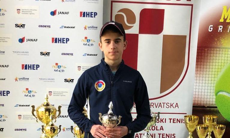 Kovačková vítězkou, Sklenička vsemifinále naMladost Grill Open