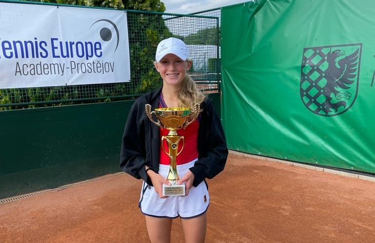 Laura Samsonová vyhrála první juniorský turnaj –Prostějov J5